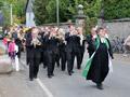 Marsch zur Kirche