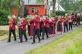 3. Juni 2018: Die Glockenweihe beginnt mit einem Festzug durchs Dorf, angeführt von der Feuerwehrkapelle,...