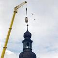 ...um Turmkugel und Wetterfahne abzunehmen.