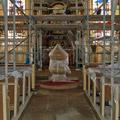 Anfang 2007: Der gesamte Innenraum der Kirche ist eingerüstet.