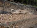 09.05.2007: Westlich des Vorsperrendamms entsteht eine Gabionenwand