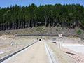 15.07.2007: Der Weg über den Staudamm entsteht